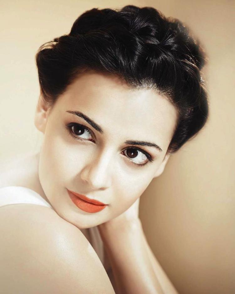 Dia Mirza Stunning Beauty Face Look Still On Hello India Magazine - May 2013