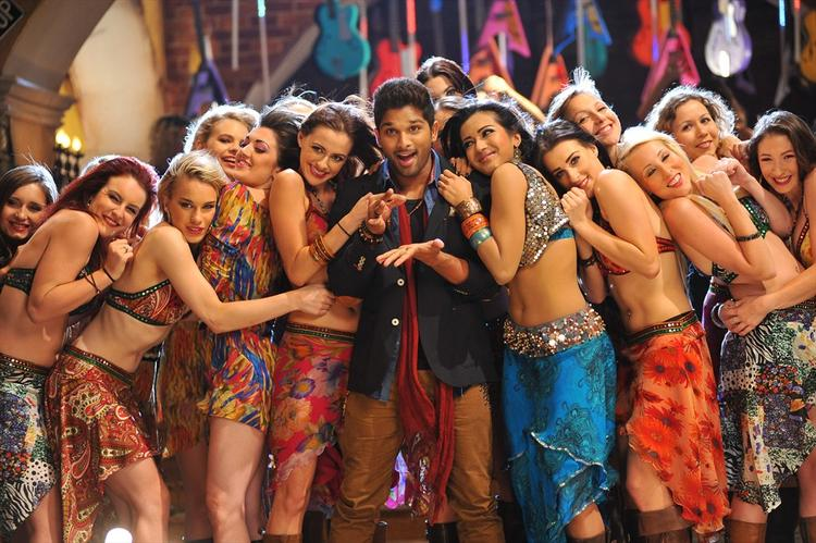 Allu Arjun Latest Stills In Iddarammayilatho With Sexiest Girls