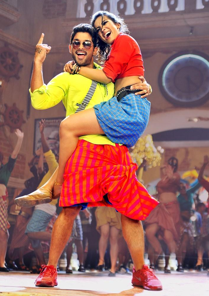 Amala Paul And Allu Arjun Cute Still In IddarAmmayilatho Movie