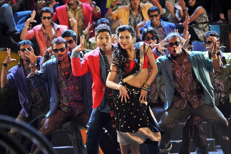 IddarAmmayilatho Tamil Movie Amala And Allu Arjun Dance Pic
