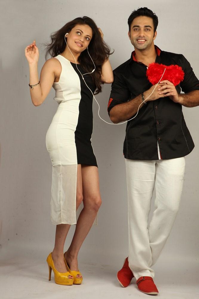 Navdeep And Sneha Ullal Cute Still In Antha Nee Mayalone Movie