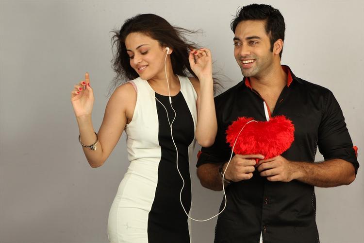 Navdeep And Sneha Ullal Sexy Dance Still In Antha Nee Mayalone Movie