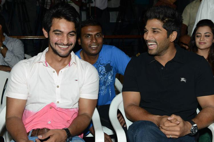 Aadi And Allu Arjun Cool Gossip Still At Sukumarudu Triple Platinum Disc Function