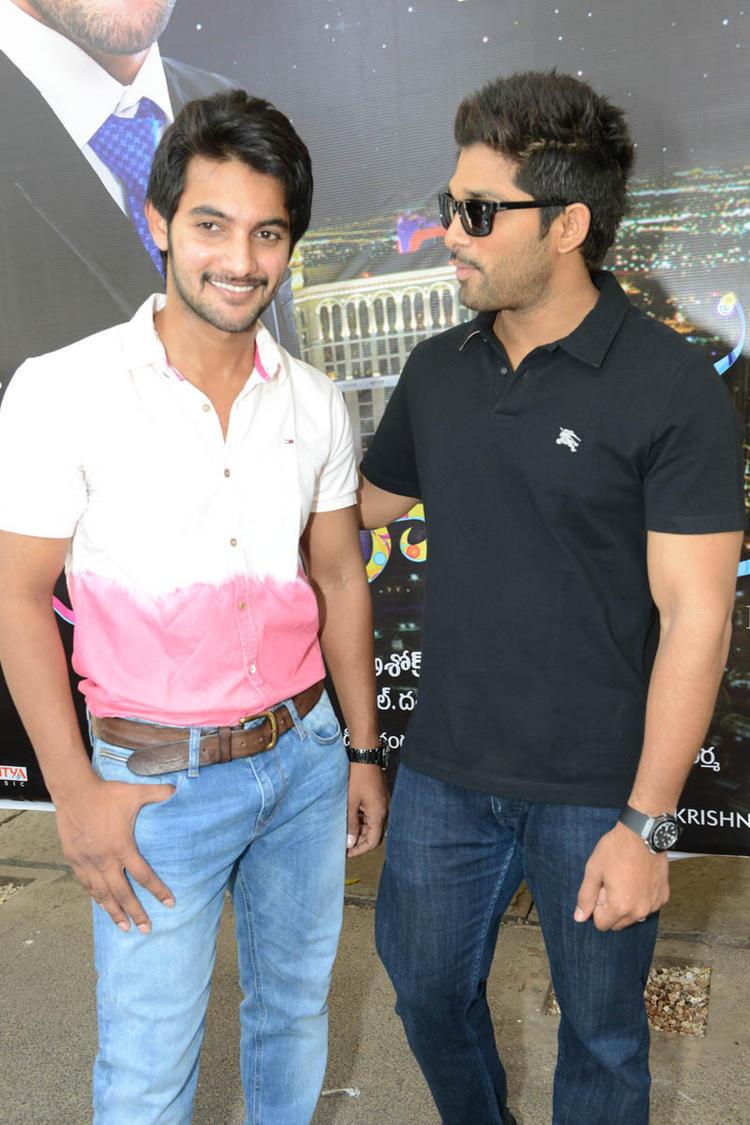 Aadi And Allu Arjun Nice Pose Still At Sukumarudu Triple Platinum Disc Function