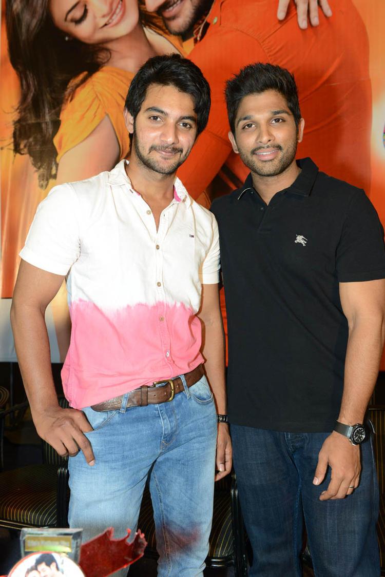 Aadi And Allu Arjun Strike A Pose At Sukumarudu Triple Platinum Disc Function