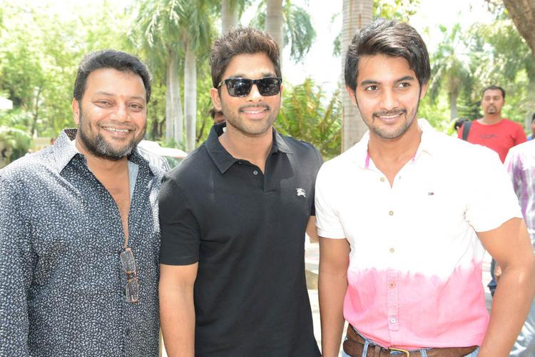 Sai Kumar,Allu Arjun And Aadi Cool Photo At Sukumarudu Triple Platinum Disc Function