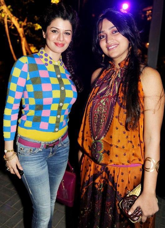 Priyanka Alva Oberoi Nice Pose At Yoopune Private Party 2013