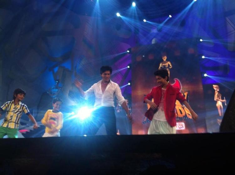 Shahrukh Khan Performs At 7th Vijay Film Awards 2013