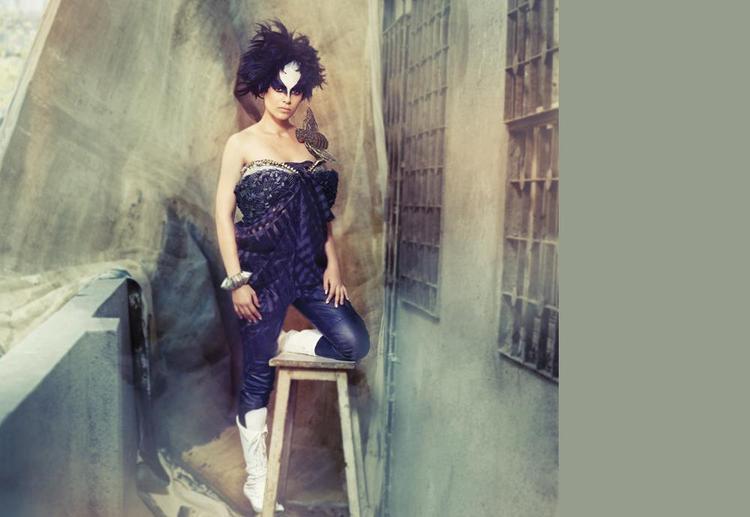 Kangana Ranaut In Strapless Dress Hot Face Look Photo Shoot