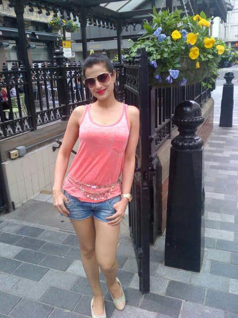 Ameesha Patel Looks Stunning Hot In Pink Tops And Jeans Necker