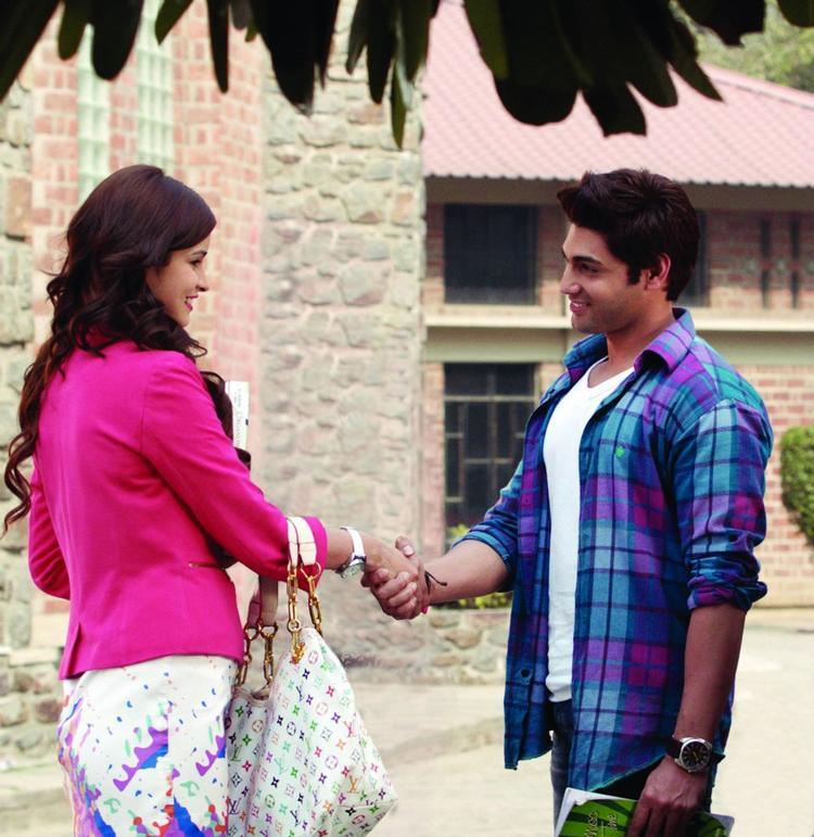 Ruslaan Mumtaz And Chetna Pandey Shake Hand Still Fron The Movie