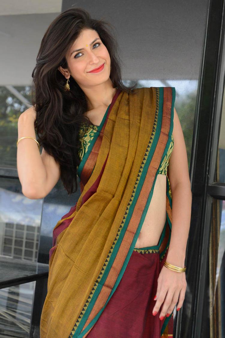 Sonia Birje In Saree Stylish Look At Manushulatho Jagartha Movie Opening Function