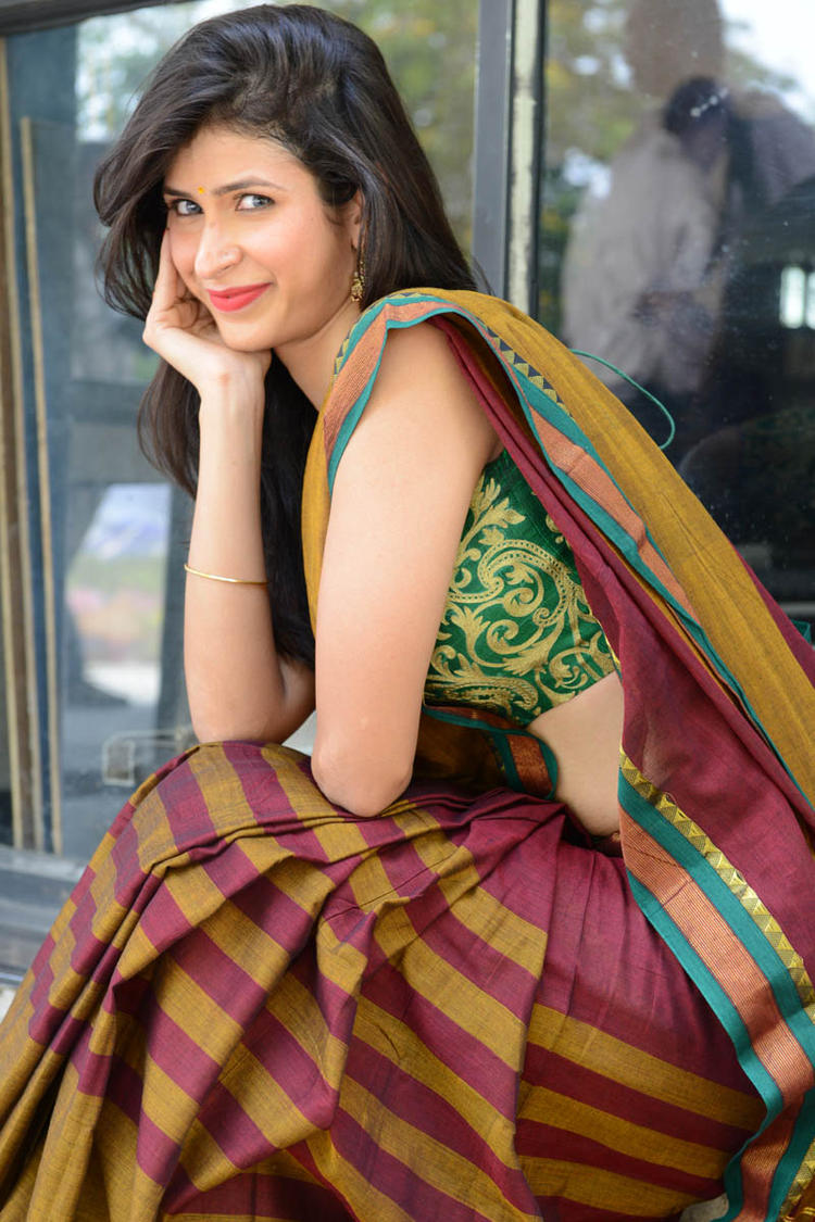 Sonia Birje In Saree Trendy Look At Manushulatho Jagartha Movie Opening Function