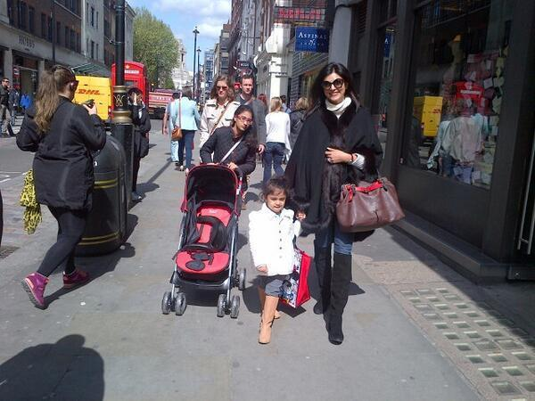 Sushmita With Her Daughters Renee And Alishah Cool Still