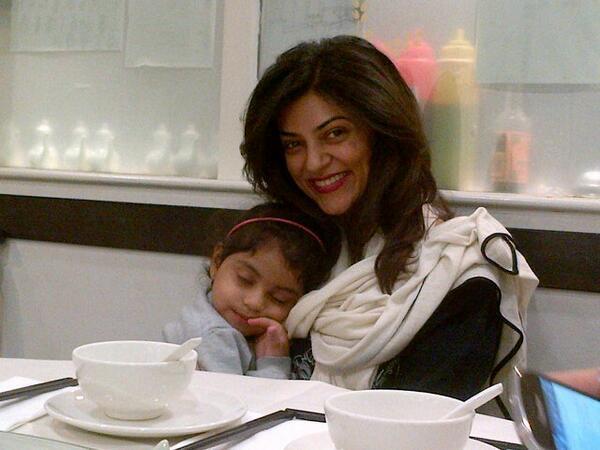 Sushmita Posed With Her Daughter Alishah Nice Still
