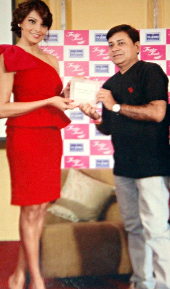 Bipasha Basu Looks Hot In Red Short Dress At Vijohn Distributors' Meet