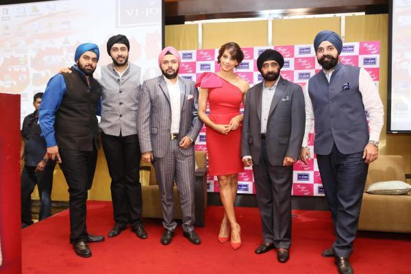 Bipasha Basu Pose With Vijohn's Distributors For Photo Shoot