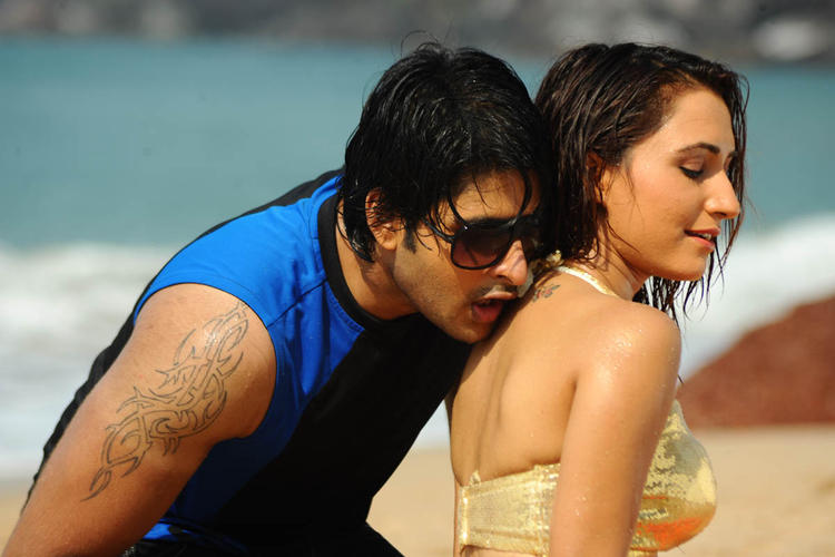 Jayanth And Dhriti Sexy Still In Love Touch Movie