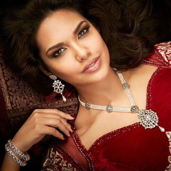 Esha Gupta On Romantic Look For D'damas Jewellery Ad