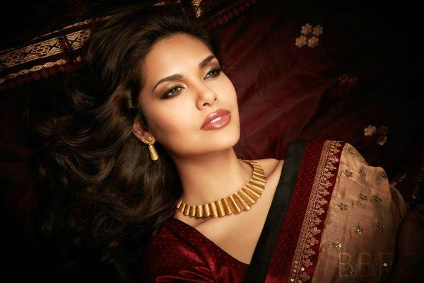 Esha Gupta Sizzling Gorgeous Pic For D'damas Jewellery