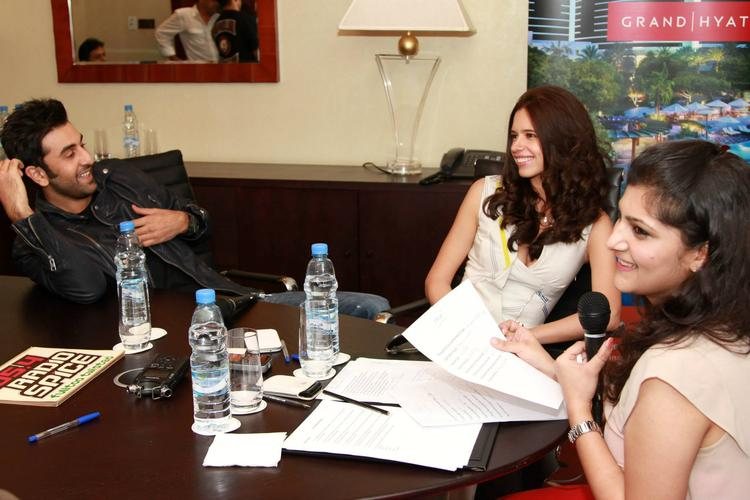 Ranbir Kapoor And Kalki Koechlin Cool Discussion Still During The Promotion Of YJHD At Dubai