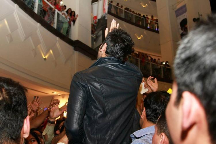 Ranbir Kapoor Greets His Fans During The Promotion Of YJHD At Dubai