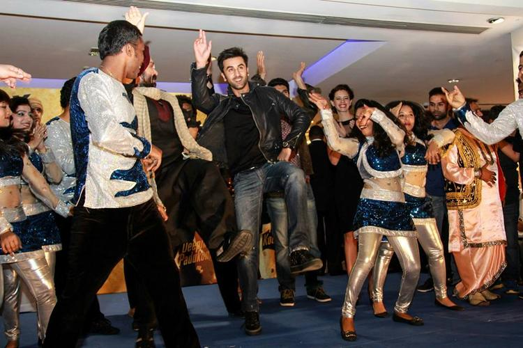 Ranbir Kapoor Rocks With Public During The Promotion Of YJHD At Dubai