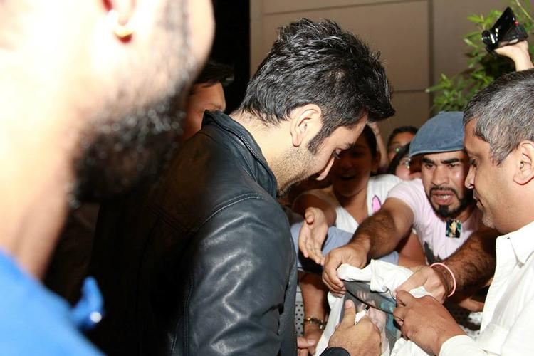 Ranbir Kapoor Signs Autograph During The Promotion Of YJHD At Dubai