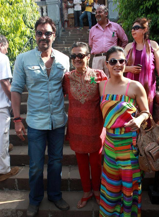 Ajay Posed With Mother-In-Law Tanuja And Wife Kajol At Clean Lonavala Program