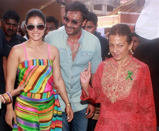 Kajol,Ajay And Tanuja Present At Clean Lonavala Program