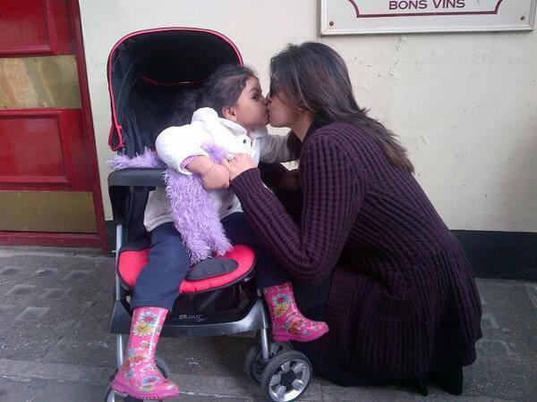 Sushmita Sen And Her Cute Daughter Alisah Kissing Pic