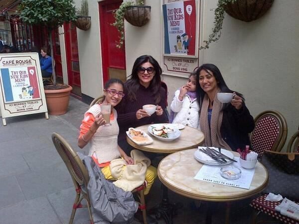 Sushmita Sen Pose With Her Beautiful Daughters On Vacation