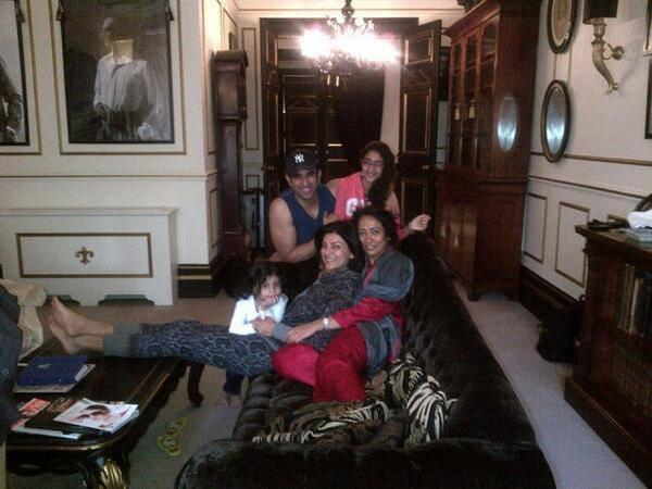 Sushmita Sen Pose With Her Brother And Beautiful Daughters