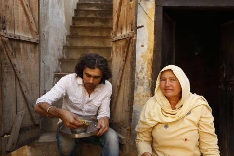 Imtiaz Ali Eat Still On The Sets Of Highway