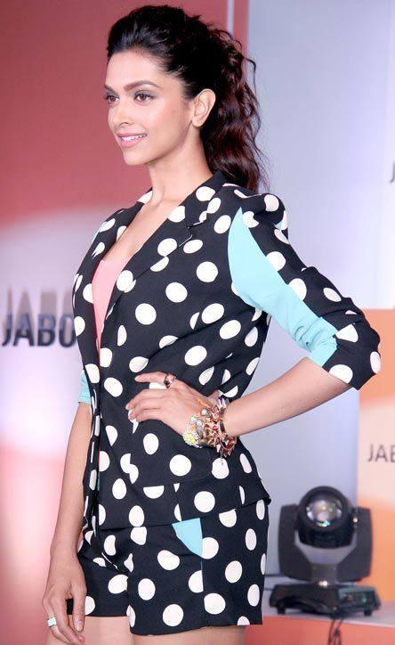 Deepika Strikes A Pose During YJHD Promotional Event At Jabong