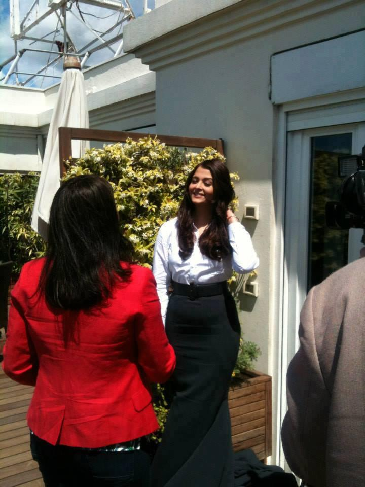 Aishwarya Rai Bachchan Looking Gorgeous At Cannes Film Festival During Interview
