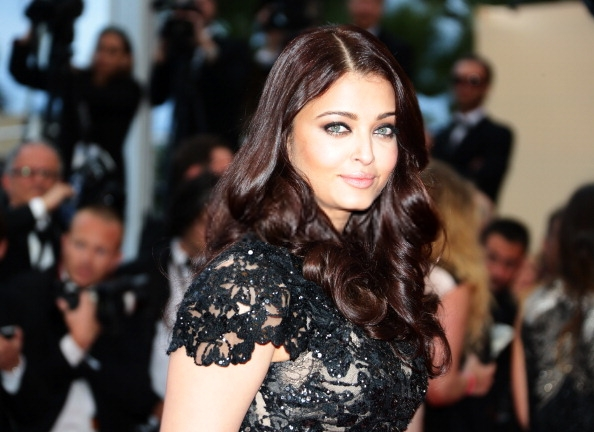 Aishwarya Rai Bachchan Looking Gorgeous On Red Carpet At Cannes 2013