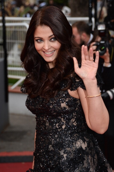 Aishwarya Rai Bachchan Nice Pic On Red Carpet At Cannes 2013
