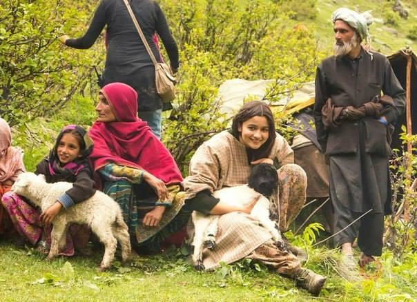 Alia Bhatt Cute Still During Highway Shooting Set At Aru Valley