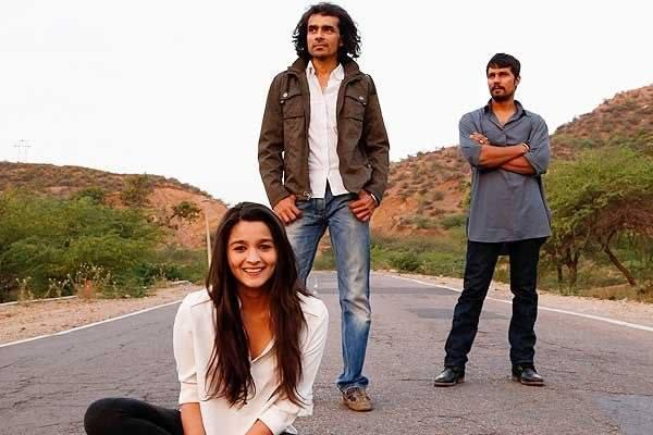 Alia Bhatt Poses With Randeep Hooda And Imtiaz Ali At Highway Shooting Set