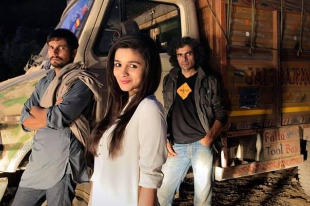 Alia Bhatt Poses With Randeep Hooda And Imtiaz Ali On The Sets Of Highway