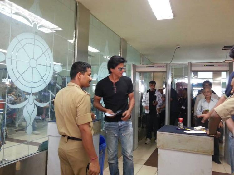 Shahrukh Khan Frisked At Goa Airport