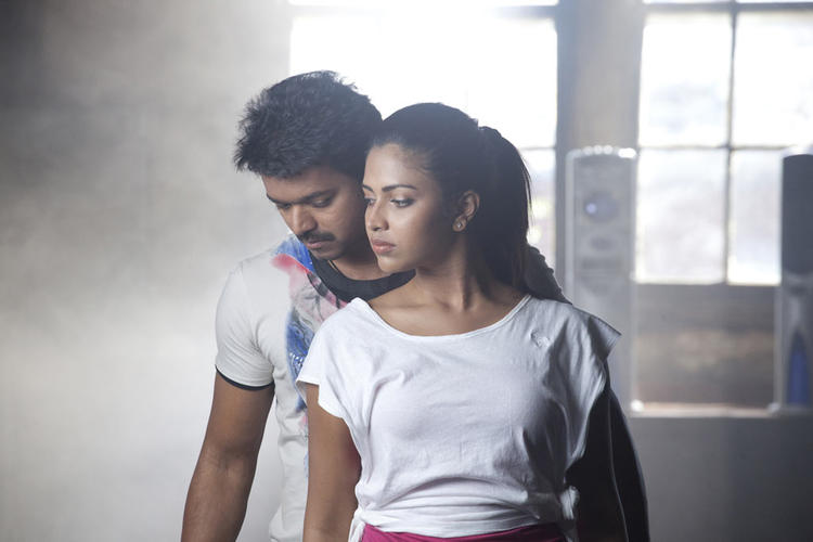 Vijay And Amala Paul Hot Still On The Sets Of Thalaivaa Movie