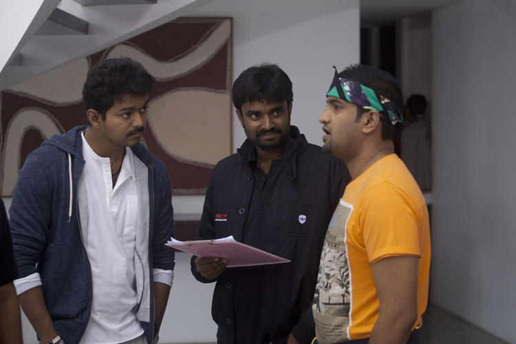 Vijay Discussion Still On The Sets Of Thalaivaa Movie