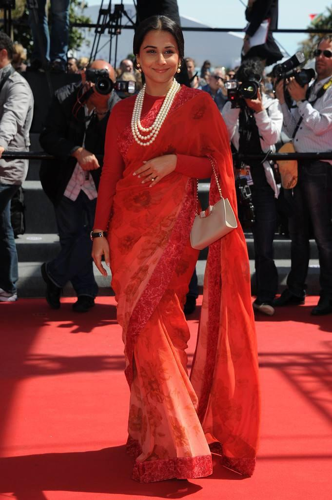 Vidya Balan Dazzling Red Saree In Red Carpet At The Un Chateau En Italie Premiere Cannes Festival 2013