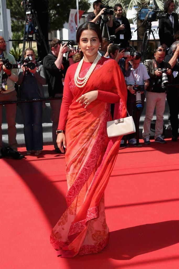 Vidya Balan In Red Carpet At The Un Chateau En Italie Cannes Premiere 2013