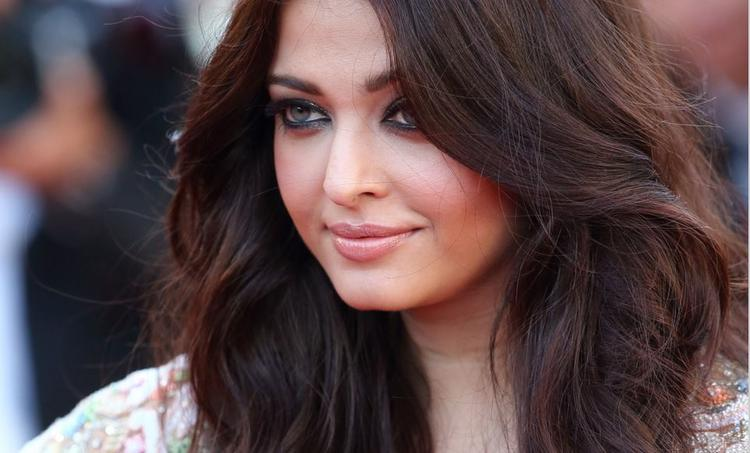 Aishwarya Rai Nice Look At The Premiere Of Blood Ties At Cannes 2013