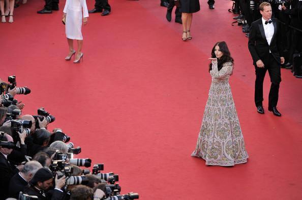 Aishwarya Rai Photo Shoot On Red Carpet At Cannes Film Festival 2013