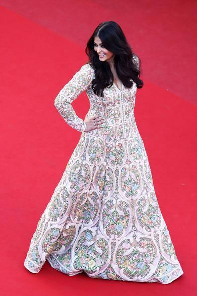 Aishwarya Rai Pose A Strike During Cannes Film Festival 2013