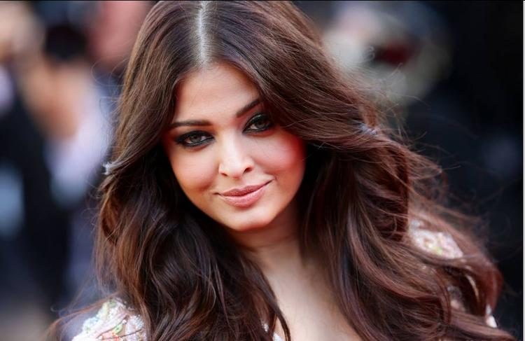 Aishwarya Rai Sweet Dazzling Face Still At Cannes Film Festival  2013